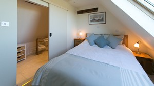 Sheepscombe Byre's Blue Room:sleep well in this very comfortable 5 ft King Size bed.