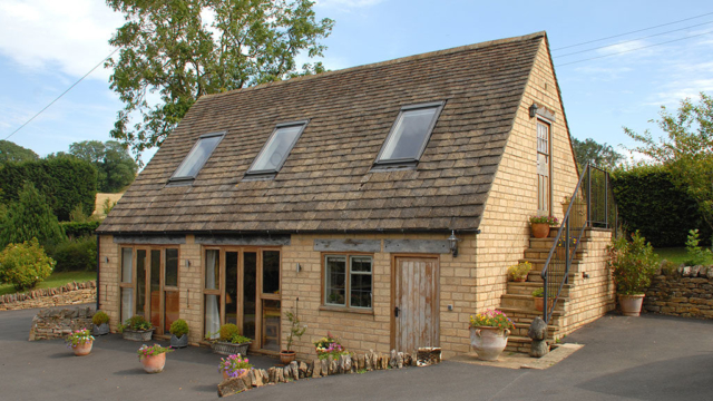 Sheepscombe Byre holiday cottage: granary steps view