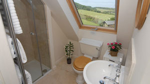 Sheepscombe Byre holiday cottage: the Green Bathroom