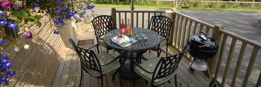 Sheepscombe Byre: relax on the patio