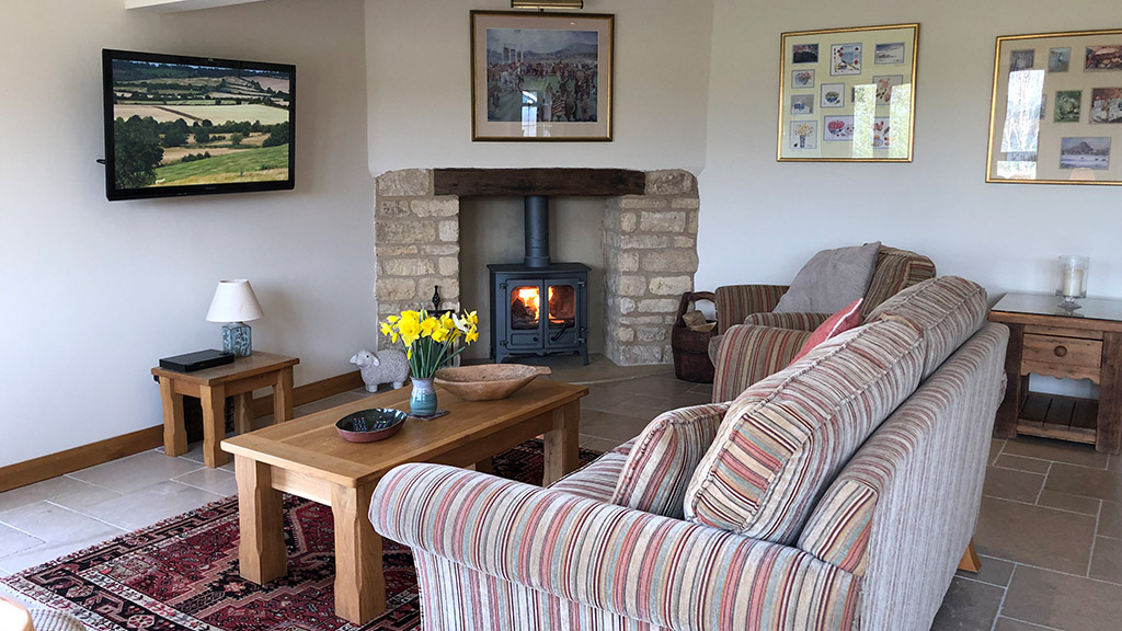 Sheepscombe Byre Cosy Lounge with Woodburner